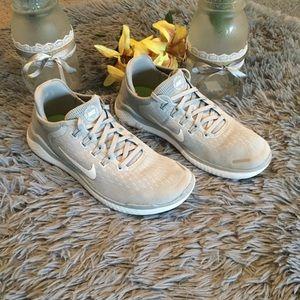 Nike Free Running Shoes Size 8 1/2